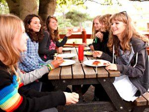 Verano en grupo aprendiendo inglés